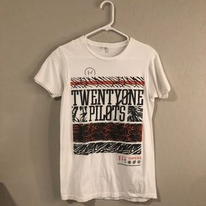Tops - Twenty One Pilots tee